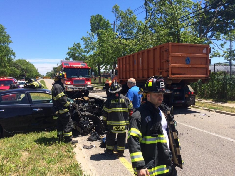 Car strikes town Roll off truck on Union Blvd
